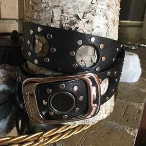 Michael KORS Studded leather belt. Medium. Black